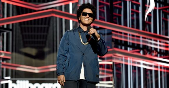 Bruno Mars Will Donate Money to Provide 24k Hawaiian Families With a Thanksgiving Meal