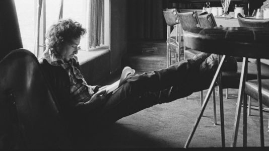 Hear An Early Outtake Of Bob Dylan's 'If You See Her, Say Hello'