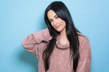 Kacey Musgraves Performs Encouraging Piano Ballad 'Rainbow' on 'Seth Meyers': Watch