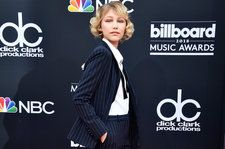 Grace VanderWaal Fangirls Over Ariana Grande, Talks Tour With Imagine Dragons on BBMA Red Carpet: Watch