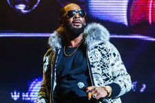 R. Kelly Turns Himself In to Chicago Police on 10 Sexual Abuse Charges