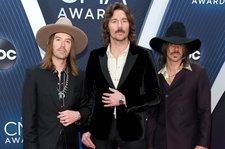 Midland Honors Burt Reynolds With Mighty 'East Bound and Down' Cover at 2018 CMA Awards
