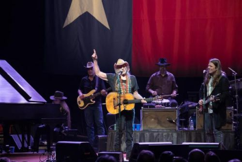 Willie Nelson on Stephen Colbert's show: 'I don't hold any grudges against people'